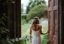 ella y la puerta